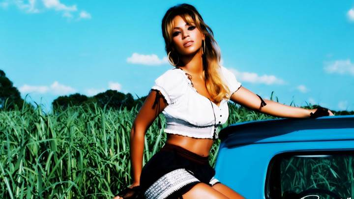 Beyonce Knowles Sitting On Pickuptruck