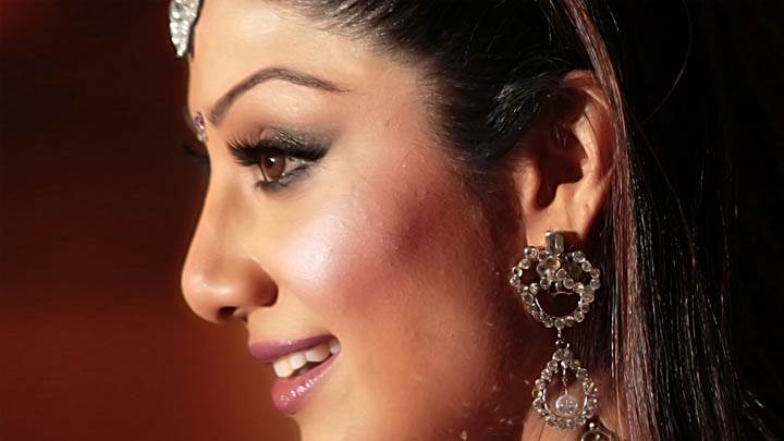 Shilpa Shetty Smiling Side Face Closeup