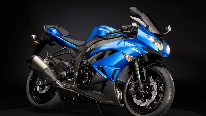 Kawasaki Ninja Blue Side Pose