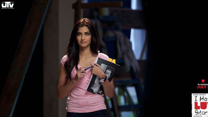 Sonam Kapoor In Blue Jeans N Pink Top – I Hate Luv Storys