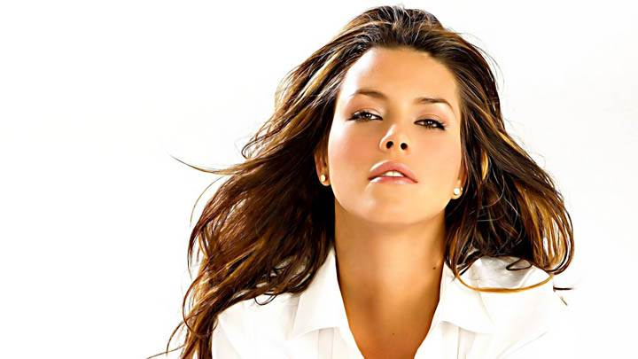 Alicia Machado Face Front Photo In White Dress