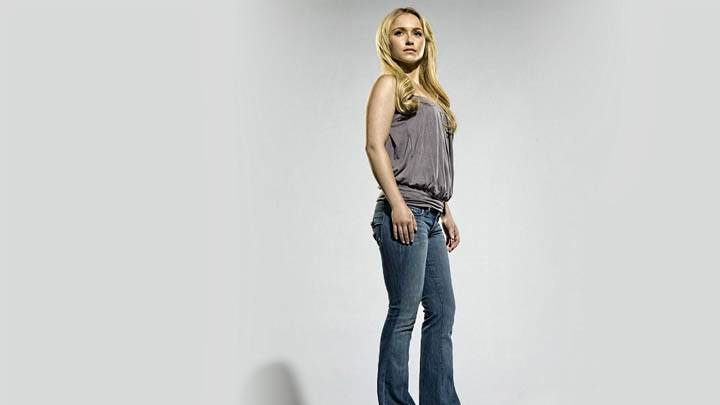 Hayden Panettiere Stading In Jean And Top