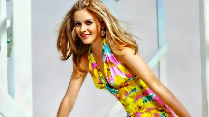 Alicia Silverstone Yellow Cute Dress Looking Awesome