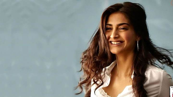 Sonam Kapoor Sweet Smiling Face In I Hate Luv Storys