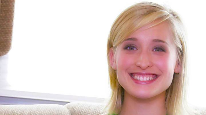 Allison Mack Golden Hair Sweet Smiling Face