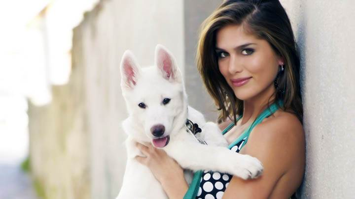 Anahi Gonzales Cute Smiling N Sitting With Puppy