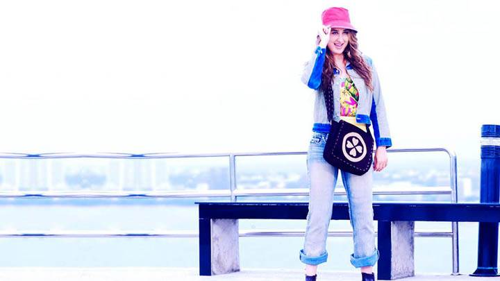 Kareena Kappor In Blue Jeans And Top Wearing Pink Hat