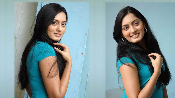 Parvati Vaze Awesom Wallpaper In Green Top