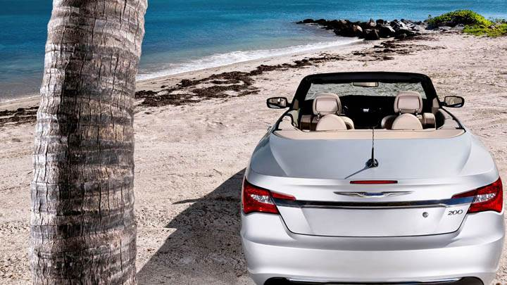2011 Chrysler 200 Convertible Back Pose