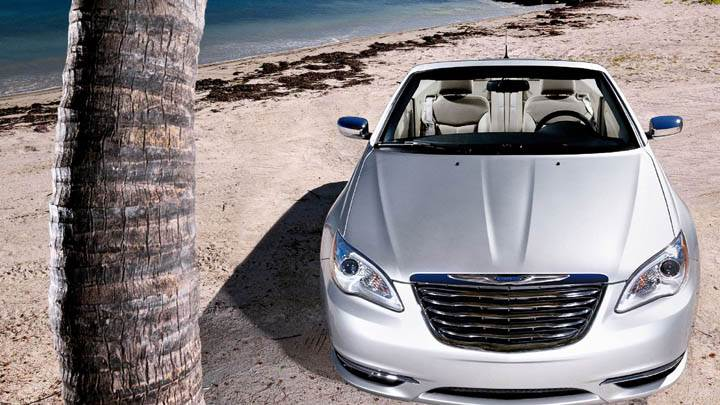 2011 Chrysler 200 Convertible Front Pose