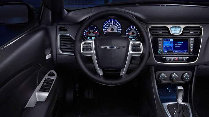 2011 Chrysler 200 Convertible Interior