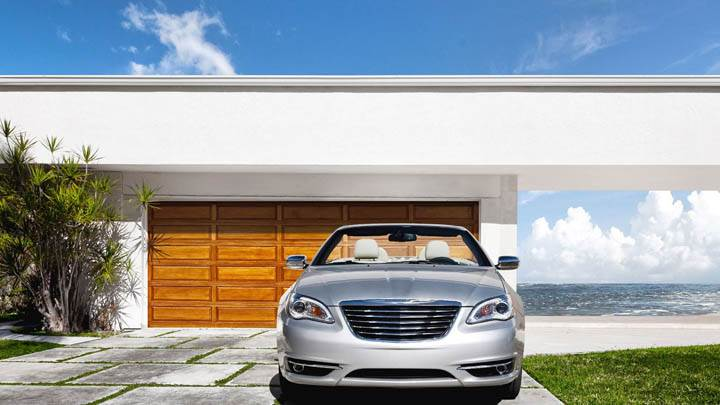 2011 Chrysler 200 Convertible Outside House