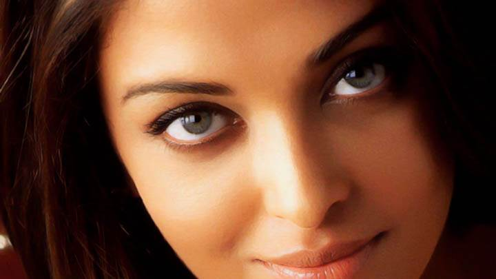 Aishwarya Rai Face Closeup And Smiling