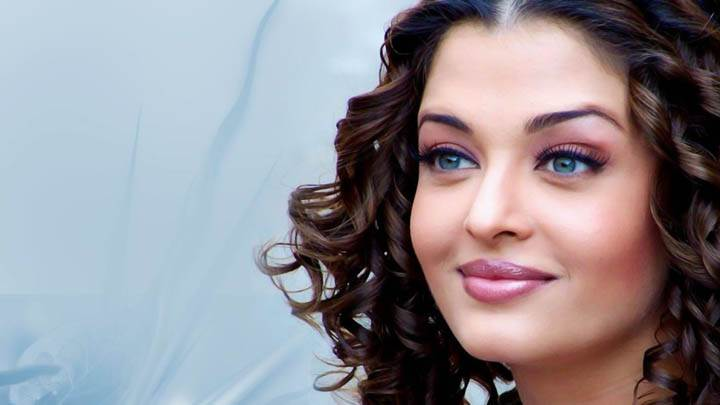 Aishwarya Rai Pink Lips And Smiling