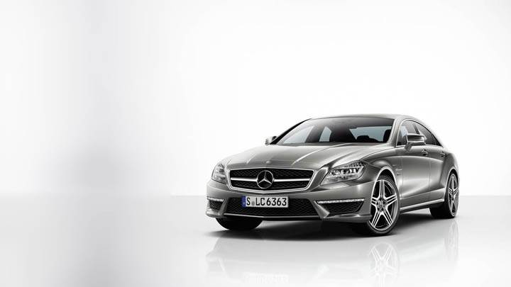 Awesom Front Pose 2012 Mercedes-Benz CLS63 AMG