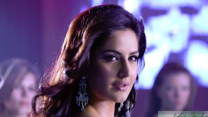Cute Face Closeup of Katrina Kaif in Disco