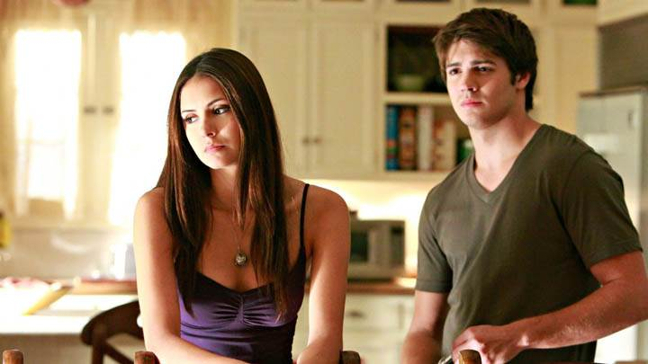 Elena Talking to Brother in Vampire Diaries