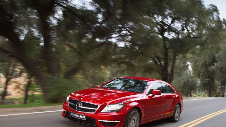 Red Color Mercedes-Benz CLS63 AMG 2012 On Street