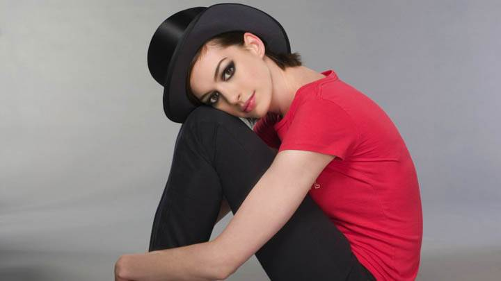 Anne Hathaway Sitting And Thinking Something Red Top Black Jeans