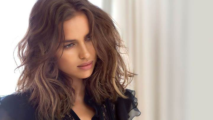 Irina Shayk Sweet Pose In Black Dress