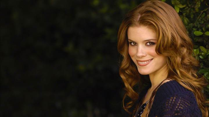 Kate Mara Cute Smile N Side Pose