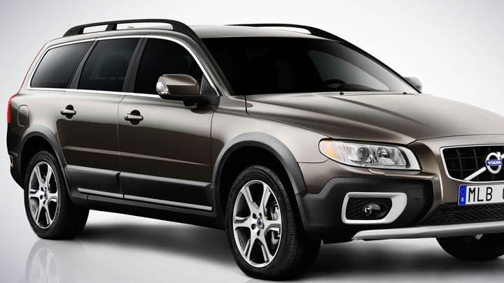 2012 Volvo XC70 Front Pose in Black Color
