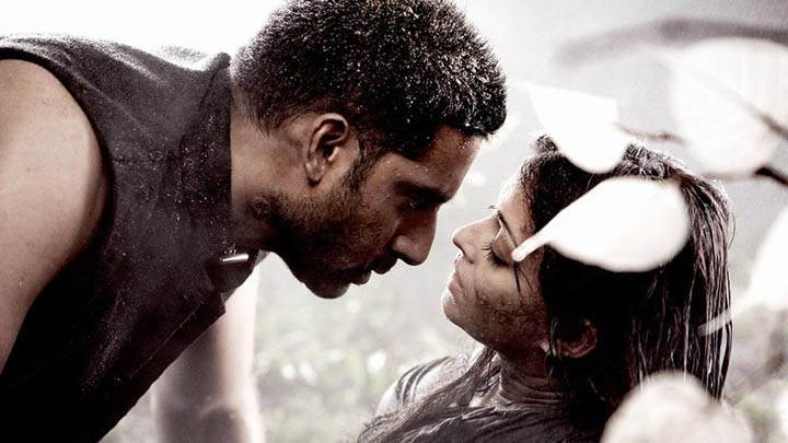 Abhishek Kissing Aishwarya Rai in Movie Raavan