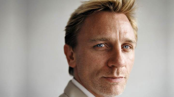 Daniel Craig – Looking Smart in White Coat