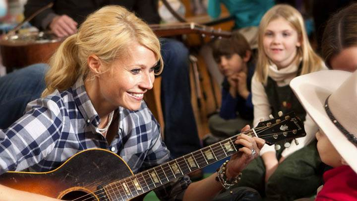 Gwyneth Paltrow With Guitar