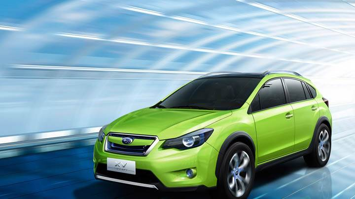 Subaru XV Concept Fonr Pose in Green Color