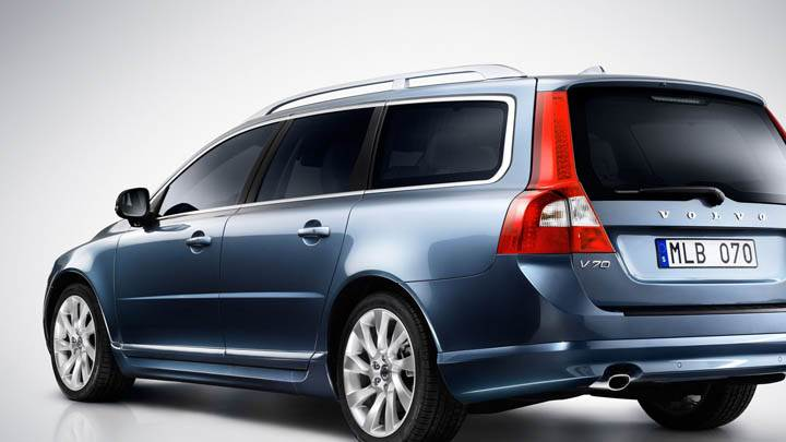 Volvo V70 2012 in Blue Color