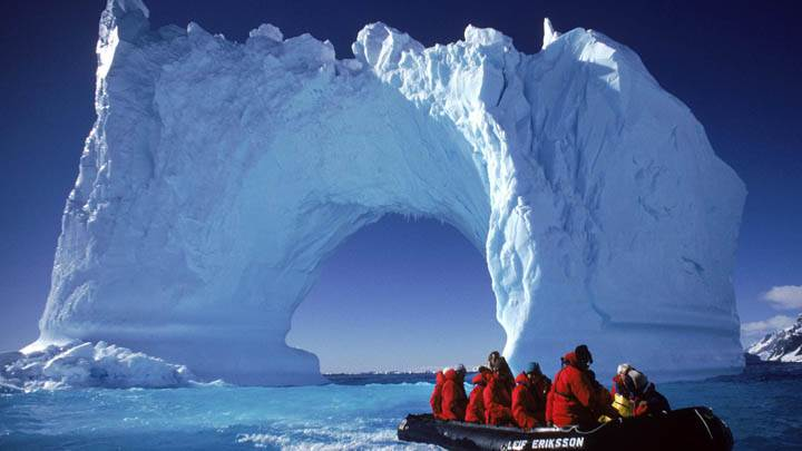 Boating the Yalour Islands, Antarctica