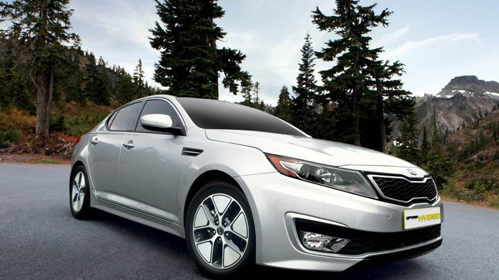 Front Side Pose of Kia Optima Hybrid