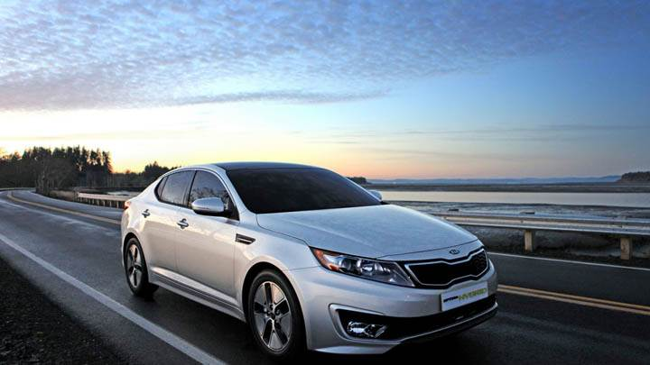 Kia Optima Hybrid Running on Highway