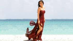 Kareena Kappor – In Brown Dress Near Beach
