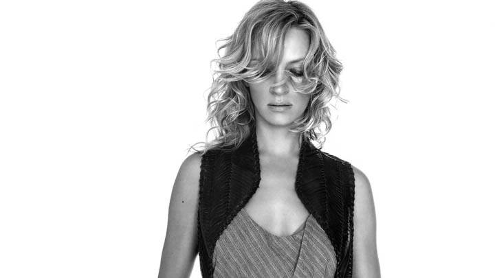 Uma Thurman Closed Eyes Black & White