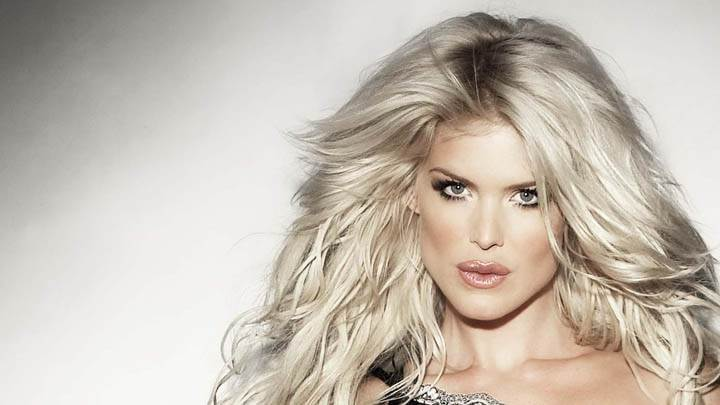Victoria Silvstedt Brown Lips & Face Closeups