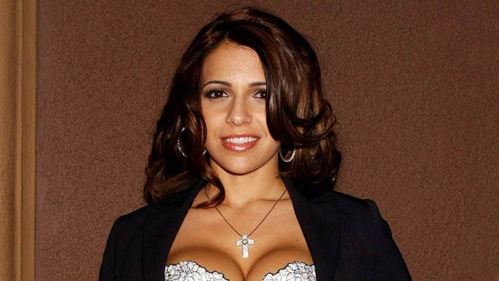 Vida Guerra Smiling Face In Black N White Dress