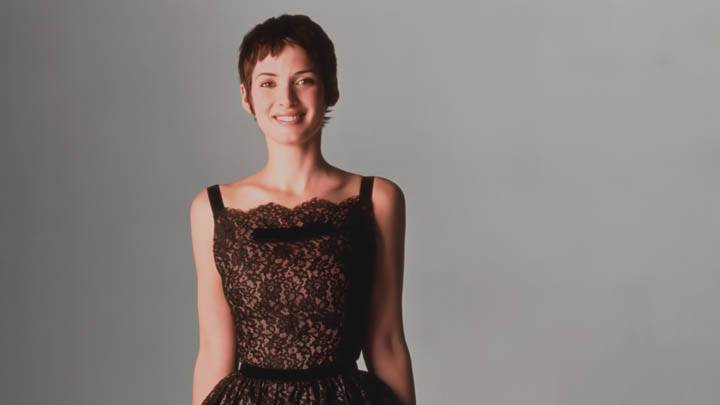 Winona Ryder Smiling Face In Brown Dress