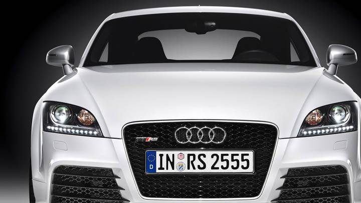 Audi TT-RS – Front Pose Closeup