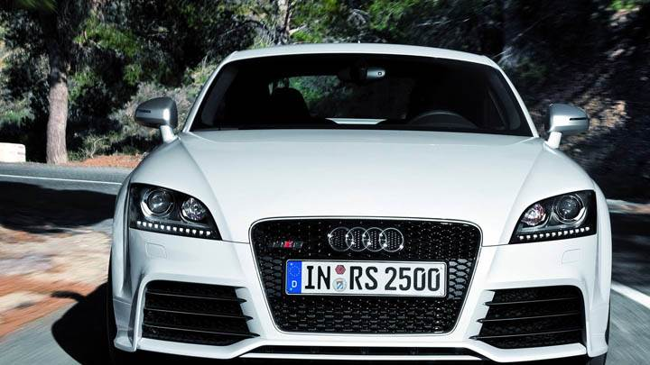 Audi TT-RS – Front Pose on Road