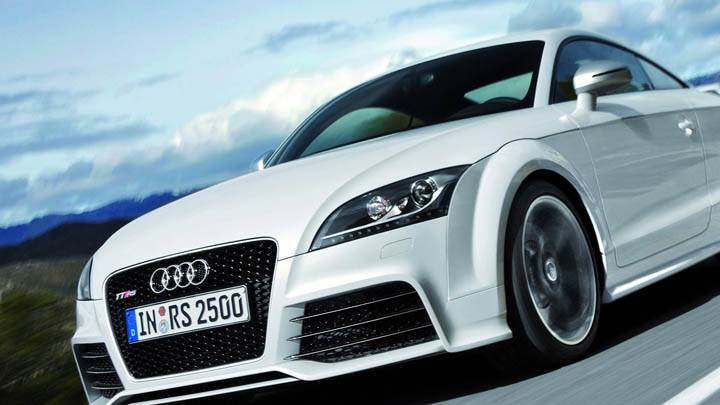 Audi TT-RS – Running on Road