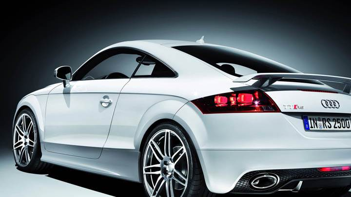 Audi TT-RS – Side Back Pose in White