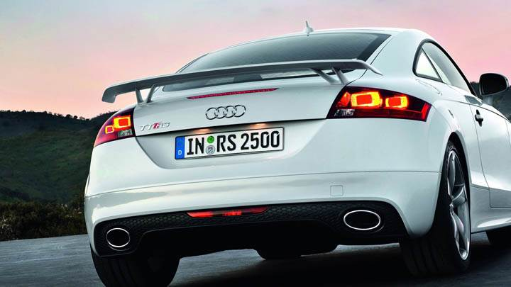 Audi TT-RS – Side Back Pose of Tale Light