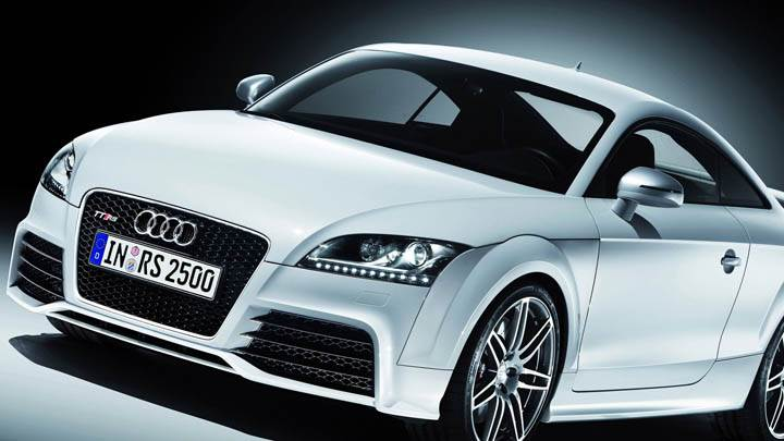 Audi TT-RS – Side Front Pose Closeup