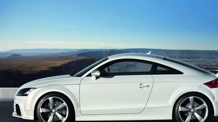 Audi TT-RS – Side Pose Near Mountain