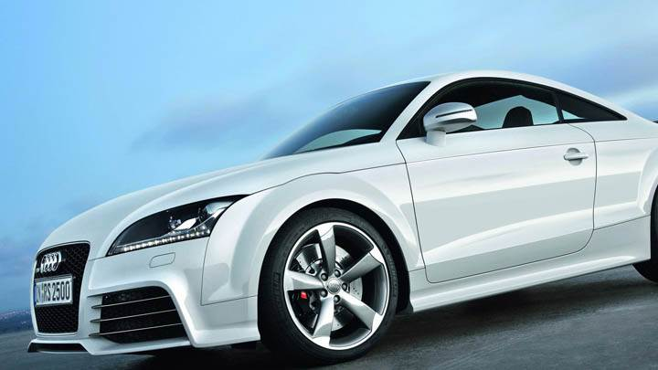 Audi TT-RS – Side Pose in White