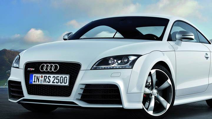 Audi TT-RS – White Color Front Pose