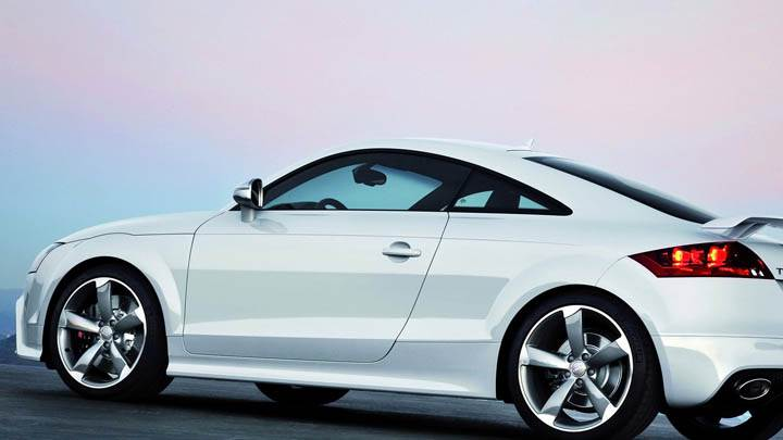 Audi TT-RS – White Side Pose