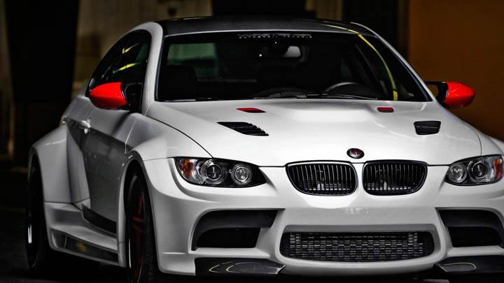 BMW M3 GTRS3 – Front Pose in White